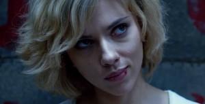 """Scarlett wie, jaka jest mądra. """"Heh"""", myśli sobie."""